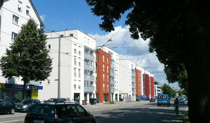 Fassadenansicht zur Straße - Neubau des Areals Autohaus Breisgau, Freiburg